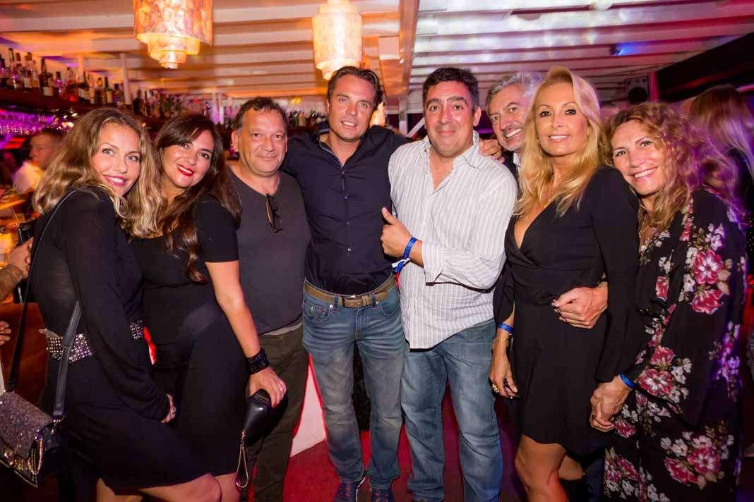 Aniversario en Nassau. Virginia Vald, Silvana, Jose, Christian Braun y amigos. fotos: Aisha Bonet