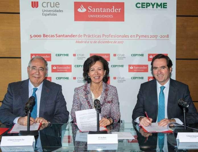 La presidenta de Banco Santander, Ana Botín, el presidente de Crue Universidades Españolas, Roberto Fernández, y el presidente de la Cepyme, Antonio Garamendi, durante la firma de convenio.