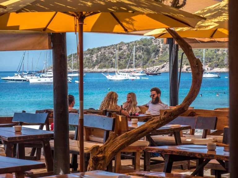 Jockey Club Salinas. El 'beach restaurant'  con alma de chiringuito