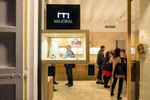 Majoral presenta la joya del artista Gilbert Herreyns | másDI - Magazine