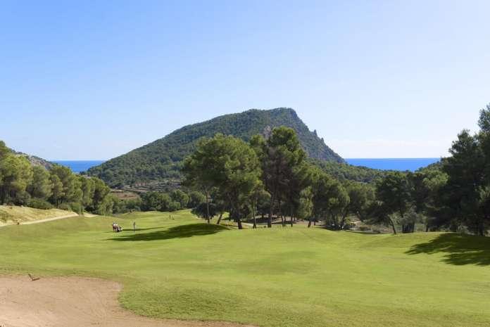 El hoyo 7 ofrece unas bonitas vistas al mar. Jornada de puertas abiertas en Golf Ibiza.