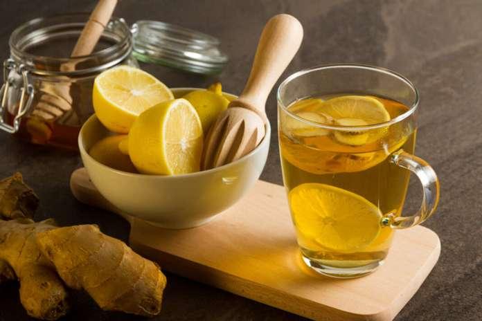 Infusión de jengibre, miel y limón. foto: istock Caramelos caseros contra la tos