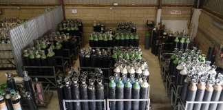 Carburos metálicos. Parque de botellas en el almacén de la nave. fotos: S.G.CAÑIZARES