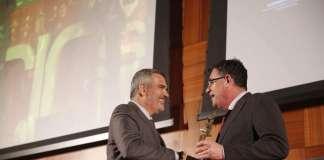 Adolfo Utor recibió el premio ForInvest 2018 por su trayectoria profesional. Fotos: Baleària