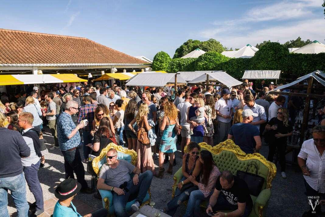 Imágenes de los 'stands' y los asistentes de la pasada edición del Festival de Vino&Co. fotos: sergio g. cañizares