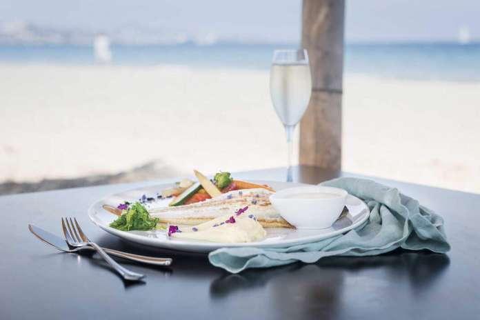 Sir Rocco Beach Club está ubicado en Platja d'en Bossa. Foto: Sir Rocco. Comida italiana para una cita.
