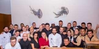 Los equipos de cocina de La Gaia y de Avillez posan al final de la cena. fotos: aisha bonet