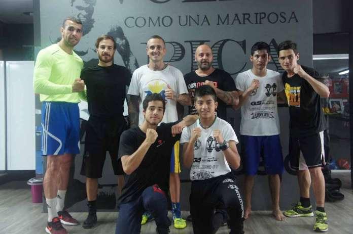 Parte del equipo de boxeo del club Primer Asalto que combatirá el próximo sábado. fotos: club primer asalto. Fotos: Primer Asalto