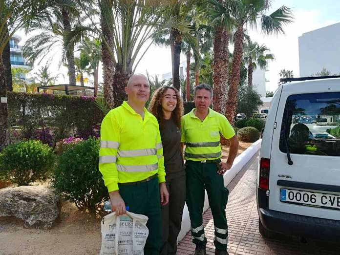 Alumna de FP Dual con compañeros de trabajo de las empresa Mespisa y Ajuntament de Santa Eulària des Riu.