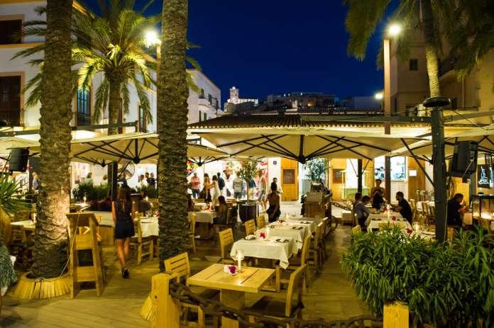 Restaurante Es Mariner, en el puerto de Ibiza. Fotos: Sergio G. Cañizares