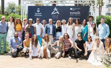 Protagonistas Adlib. Foto de familia con todos los diseñadores y modelos en la presentación oficial de la Pasarela Adlib 2018.