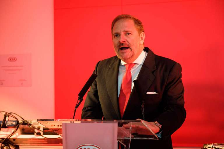 Eduardo Divar: «El cliente quiere sentir y tocar el automóvil»