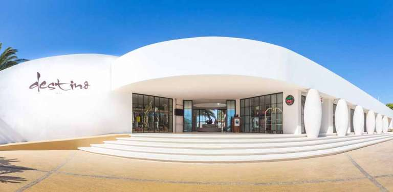 Cena de doce estrellas Michelin en Destino Pacha Resort