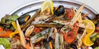 Mariscada, uno de los platos estrella de Es Arcs.