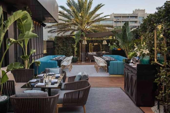 El restaurante Zela se encuentra ubicado en Av. 8 d'Agost, 29. Fotos: Jose Salto