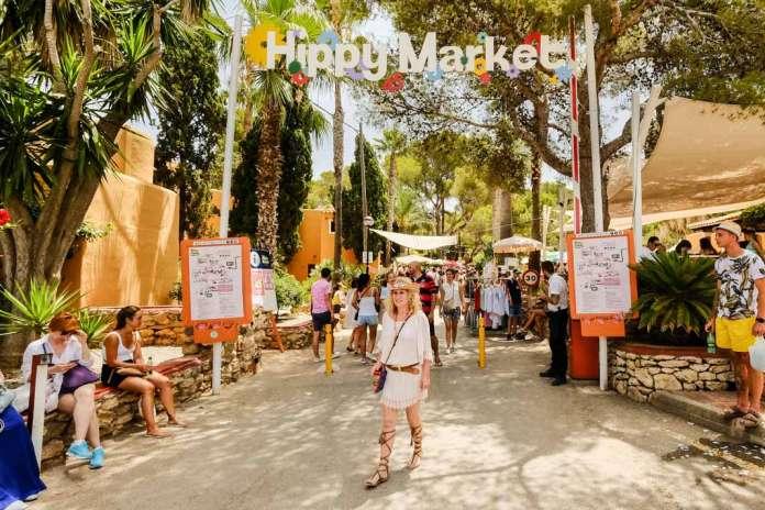 Punta Arabí se convierte todos los miércoles en el epicentro de la cultura hippy.