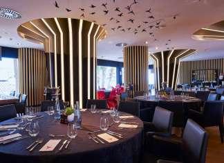 El salón de Montauk Steakhouse Ibiza, en The Ushuaïa Tower.