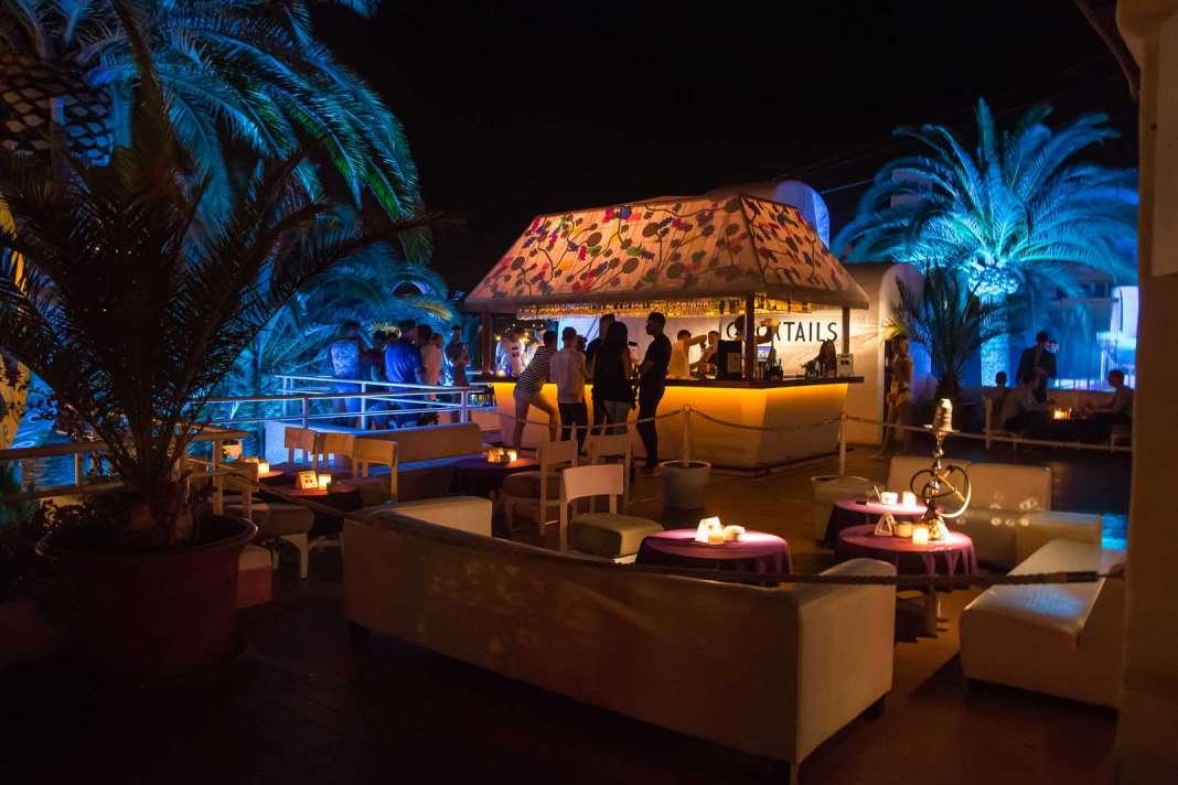 La terraza de Pacha Restaurante es muy acogedora.