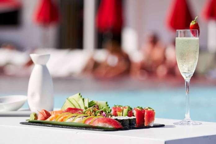 The Oyster & Caviar Bar. Una experiencia gastronómica sublime tras un baño en la piscina de The Ushuaïa Tower.