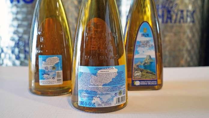 Botellas de hierbas ibicencas.