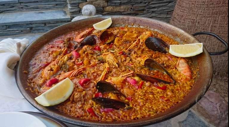 María Luisa: Experiencia y buena materia prima, el secreto de las mejores paellas de la isla
