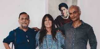 El fotógrafo Rohit Chawla, el primero por la izquierda, en la inaugruración. FOTOS: ANITA DE AUSTRIA