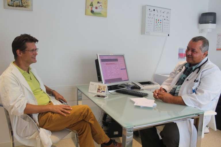 Profesionales médicos responden  a las inquietudes de las familias de Ibiza