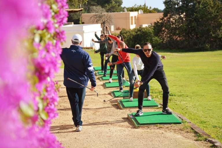 Iniciarse al golf, el reto de este otoño