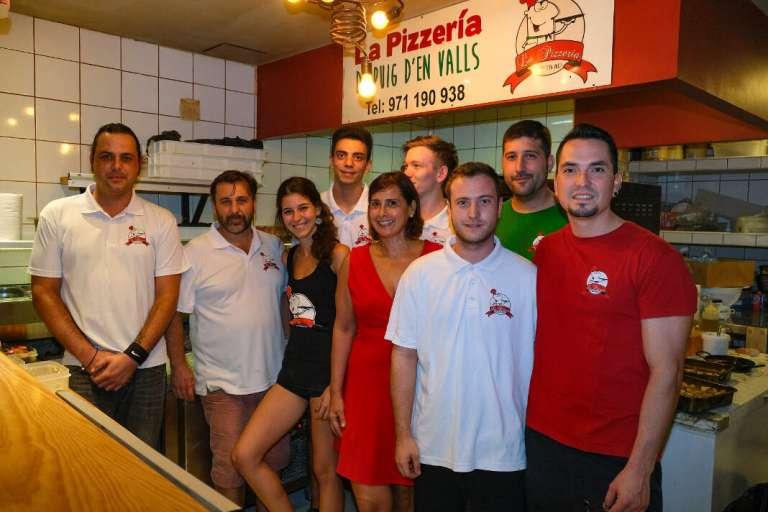 El equipo de la Pizzería Puig d'en Valls