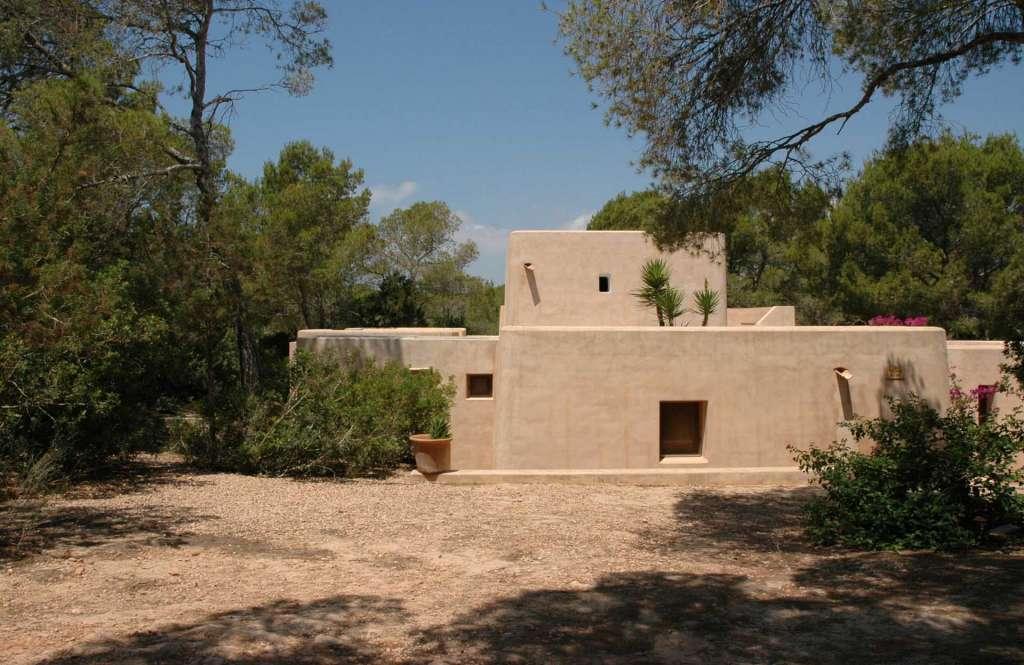 Exterior de una de las casa de Enri Quillé, Casa Di Meo, en ses Clotades. Marià Castelló