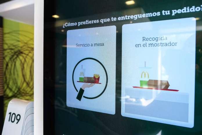 servicio a mesa en McDonald's