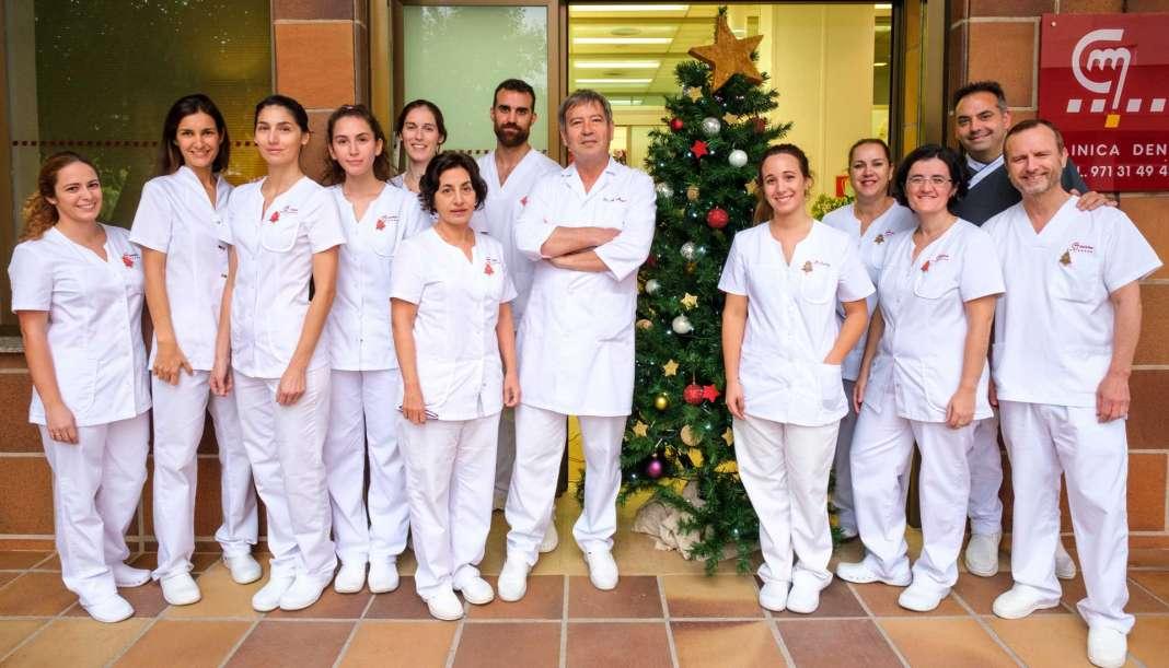 Todo el equipo de Clínica Doctor Mayans desea a Eivissa unas felices fiestas. / Sergio G. Cañizares