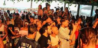 ocio y gastronomía mediterránea de día y de noche. Foto: Bora Bora Ibiza