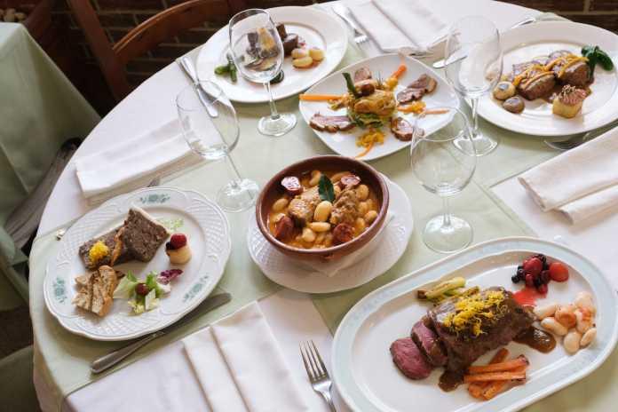 Gran variedad de platos en las jornadas de caza.