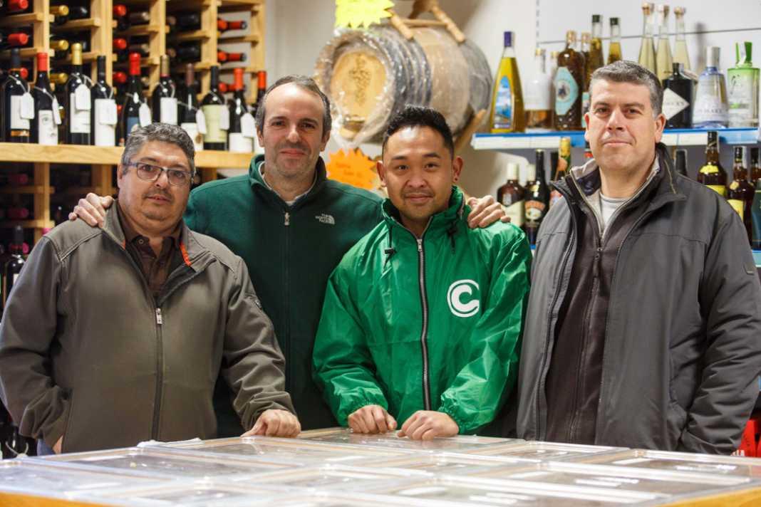 Cuatro de los siete trabajadores que hay actualmente en la Cooperativa Agrícola de Santa Eulària.