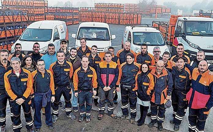 Foto de familia de la plantilla de trabajadores de Gas Ibiza.