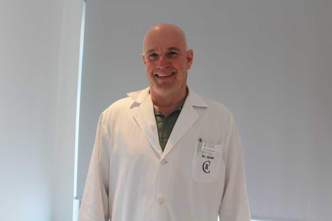 El doctor Hartmann, responsable de Traumatología.
