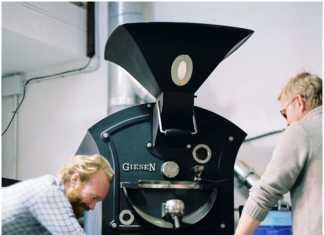 En sus instalaciones de Eivissa tratan y seleccionan el café de calidad.