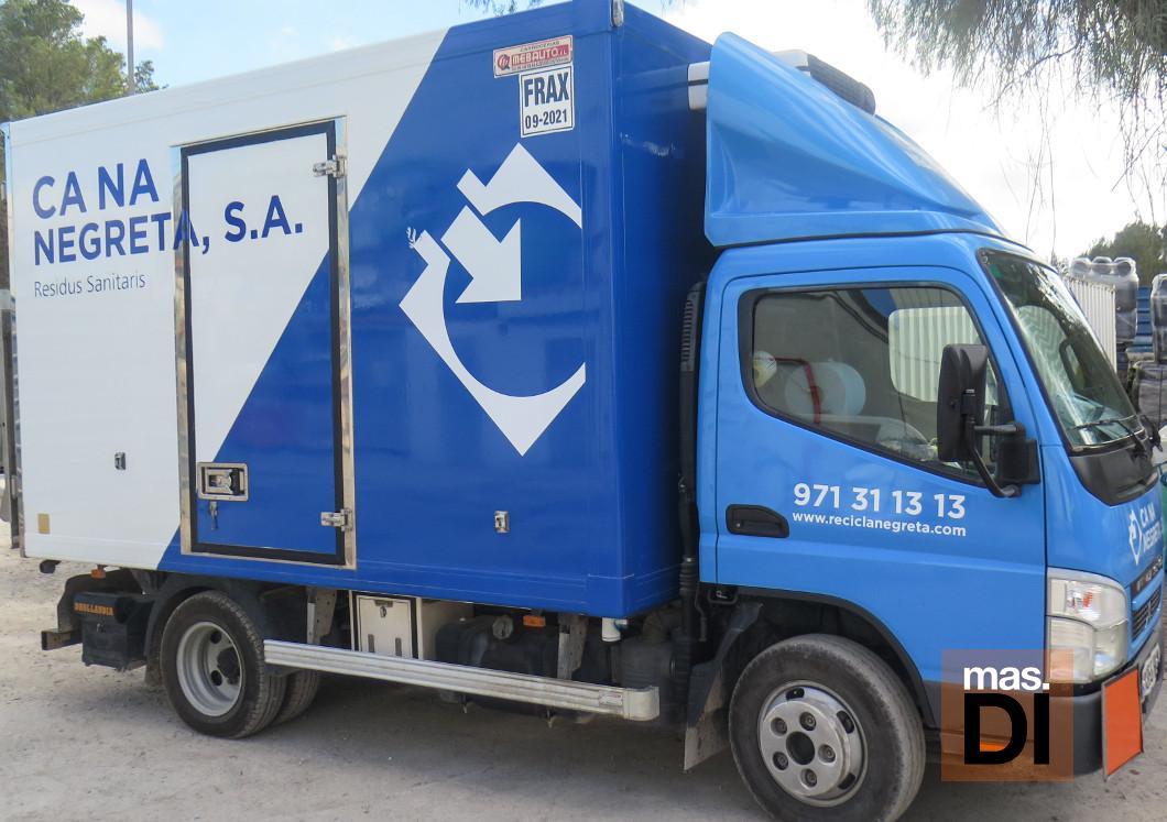 Los materiales de desechos se transportan en vehículos refrigerados.