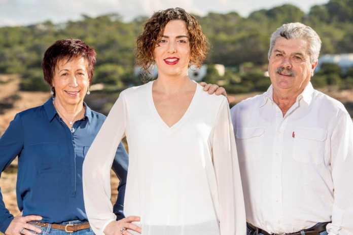 Antonio, Cati y su hija Katina son los actuales responsables de Distribuciones Guasch.