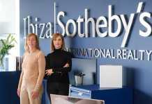 Bárbara Caprara y Alejandra Vanoli, en las oficinas de Ibiza Sotheby's International Realty en Marina Botafoch.