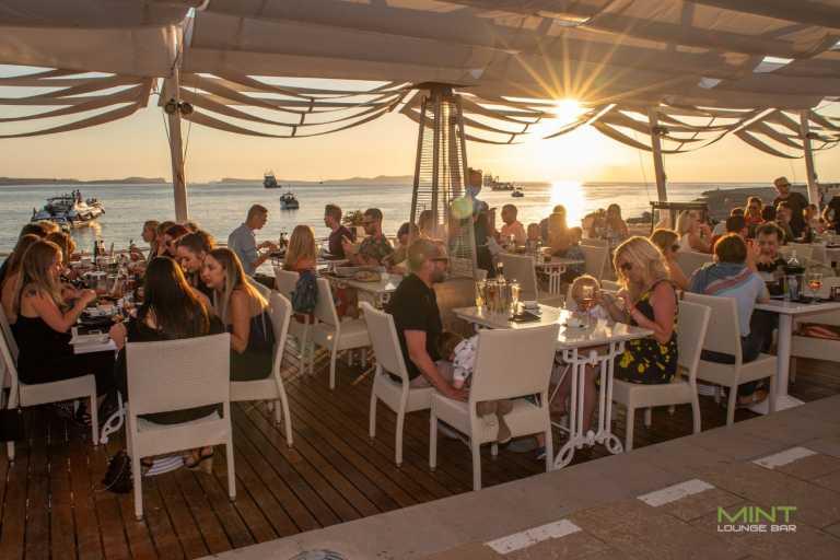 Pizza artesanales, cócteles y ensaladas en Mint Lounge Bar