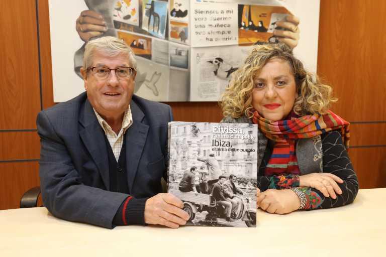 El gran libro de fotografías de Ibiza