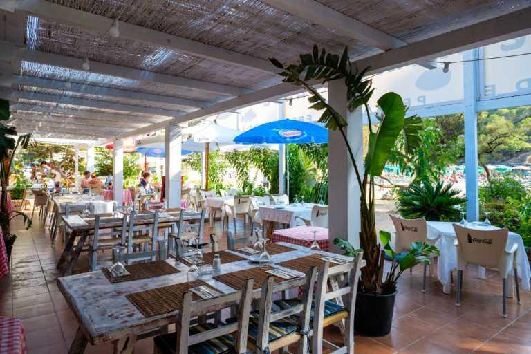 Restaurante 2000, arroces, pescados y mariscos en la idílica playa de Benirràs