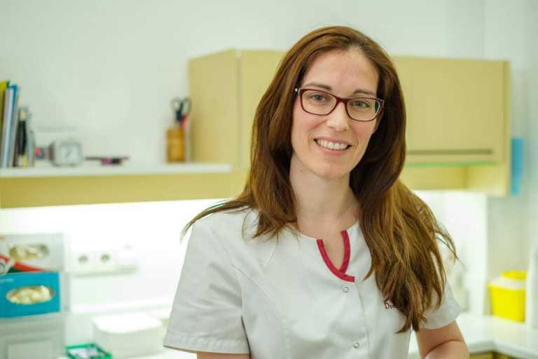Paula Tur, odontóloga de la Clínica dental Mayans:«todos los dientes se pueden blanquear»