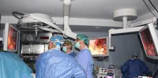 La intervención quirúrgica es muy sencilla, mínimamente invasiva y con una duración de 45 minutos aproximadamente.
