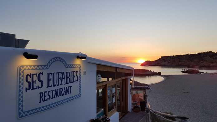 Restaurante Ses Eufabies en Cala Tarida.
