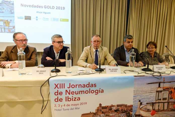 De izquierda a derecha los doctores Carlos Jiménez, Ernest Sala, Antonio Cascales, Ricardo García y Gloria Corral.