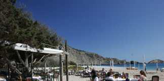 El restaurante se encuentra sobre la arena de la playa. Fotos: Ruben E Ibañez