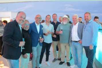 Juanma Costa y Juan Yern, con un grupo de empresarios.
